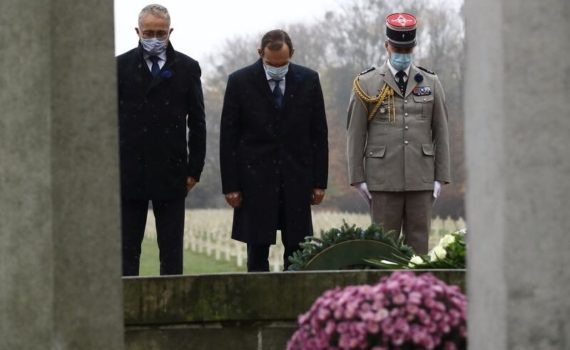Nz. (od lewej) Alain Mompert, konsul honorowy Francji na Pomorzu, ambasador Francji w Polsce Frédéric Billet oraz attaché obrony przy ambasadzie Francji